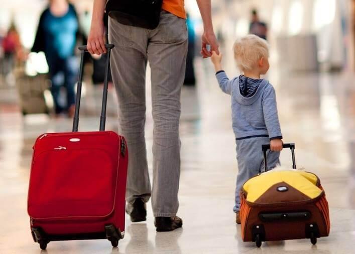 Коли потрібен дозвіл другого з батьків на виїзд дитини за кордон