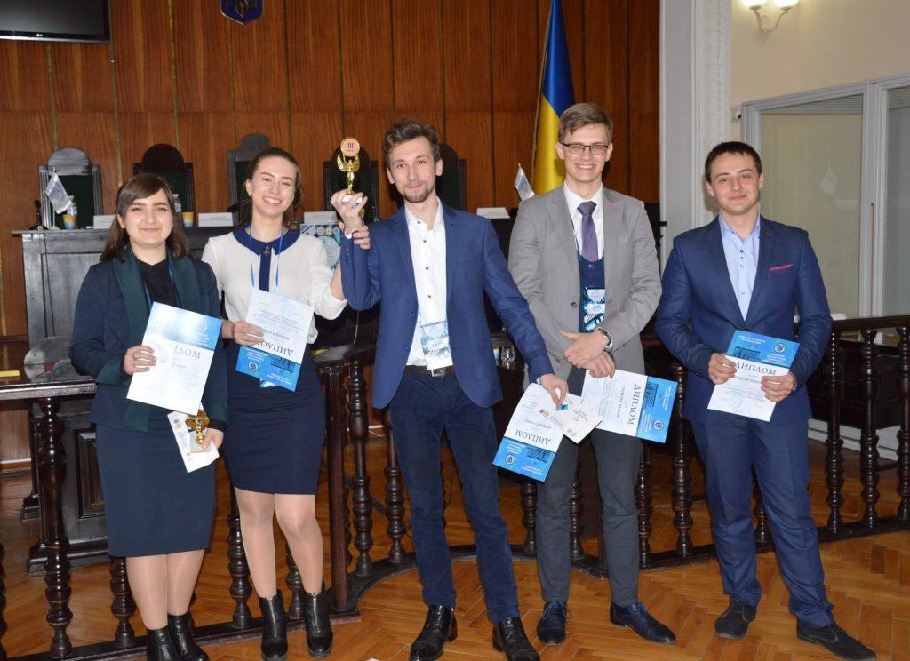 Студенти-консультанти юридичної клініки Університету митної справи та фінансів успішно представили свій університет на дебатному турнірі